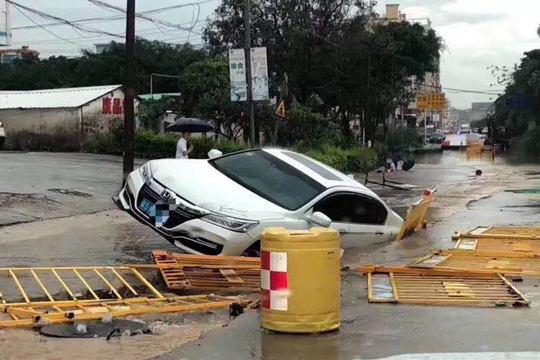 强降水来袭 广东东莞现严重内涝