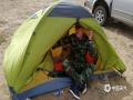 呼伦贝尔市气象局工作人员风餐露宿,住在帐篷里。(图片来源于呼伦贝尔市气象局)