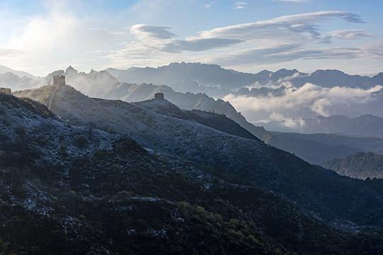 河北雪后云雾笼罩 金山岭长城似画境