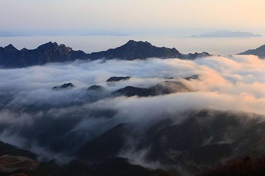 河北白石山再现云海 景色壮观