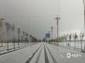 中国天气网讯 5月8日午后,新疆哈密地区巴里坤县遭遇冰雹袭击,最大冰雹直径2-3毫米,大量冰雹犹如白雪覆盖整个世界。(图文:郑琴 薛俊梅)