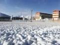 中国天气网讯 5月9日,青海果洛多地出现降雪天气,纷纷扬扬的雪花让人们感觉重回冬天。气象专家介绍,此次降水对当地牧草返青极为有利。图为果洛州甘德县气象局雪后银装素裹,高原小站天空碧蓝。(文/图 赵海梅 何小武)