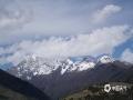 中国天气网讯 5月,四川阿坝州四姑娘山天蓝水清,来一场说走就走的旅行,与雪山、蓝天、白云为伴。拍摄时间:5月8日。(图/张幸 文/唐轶)