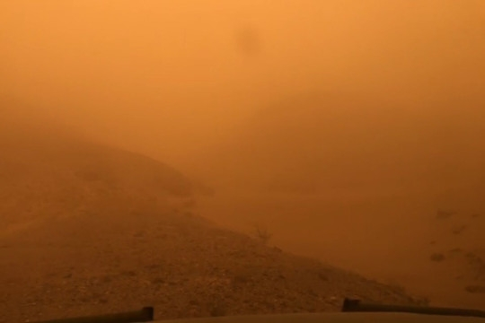 组图带你去内蒙古额济纳旗体验特强沙尘暴!