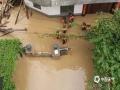 中国天气网讯 5月15日20时-16日10时,福建三明市区累积降水量186.2毫米,打破当地日降水量极值纪录。强降雨导致三明部分地区出现内涝滑坡等灾害。图为三明永安武警在救灾前线。(图/庄亮 文/万灵)