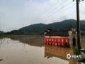 中国天气网讯 5月15日20时-16日10时,福建三明市区累积降水量186.2毫米,打破当地日降水量极值纪录。强降雨导致三明部分地区出现内涝滑坡等灾害。图为三明清流房屋被淹。(图/常志刚 文/万灵)