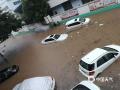 中国天气网讯 5月17日,受切变线影响,福建泉州出现大范围降水过程,市区多处积水?#29616;兀?#22810;处?#26441;?#36710;?#20061;?#38170;,行人出行不便。图为泉州南埔工业区车辆被淹。(图/陈春丽)