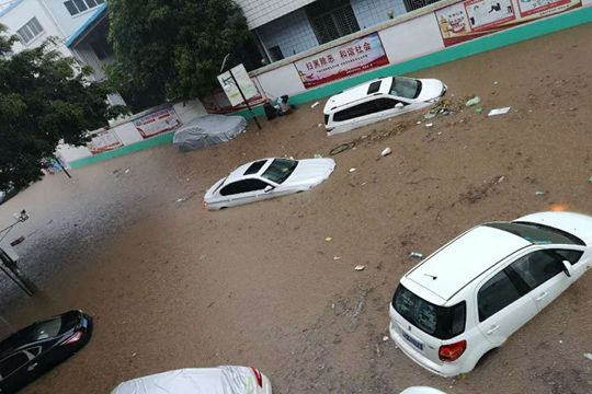 短时强降水来袭 福建泉州多地被淹