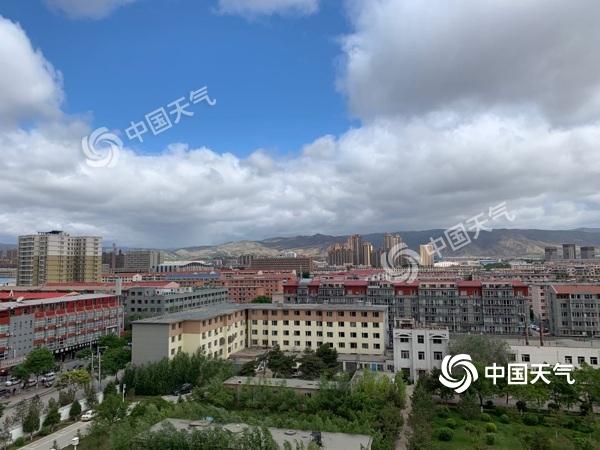 内蒙古风雨齐袭 最高气温猛降10℃