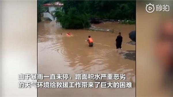 强降雨袭渝致一工地11人被困 今日部分地区仍有大到暴雨