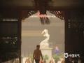 """今天(26日)上午,甘肃敦煌遭遇近五年来最严重大风沙尘天气袭击。风沙导致当地空气质量急剧下降,呼吸之间满是呛人的土腥味,外出市民不得不""""全副武装"""":帽子,口罩,纱巾齐上阵,变身""""蒙面侠""""。(文:李超红 图:朱永峰)"""