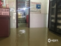 5月25日-27日,广西中北部遭受强降雨袭击。受强降雨影响,柳州、百色、河池、来宾等市多县(区)出现内涝、山洪、山体滑坡等灾害。图为27日,柳州市柳城县商铺被淹。(图/彭娟 文/韦庆华 苏立明 彭娟 经志梅 刘国平)