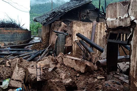贵州金沙遭遇强降雨 清池镇转移安置百余人