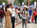 """今天(31日),全国第18个""""安全生产月""""宣传活动在甘肃兰州金轮广场举行正式启动仪式。甘肃省气象局、应急厅、消防总队、公安厅等30多家省市级单位组织参加宣传活动。图为媒体采访相关人员。(图/文 曹黎荔)"""