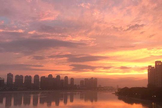 福州久雨逢晴  晚霞和彩虹惊艳了天空