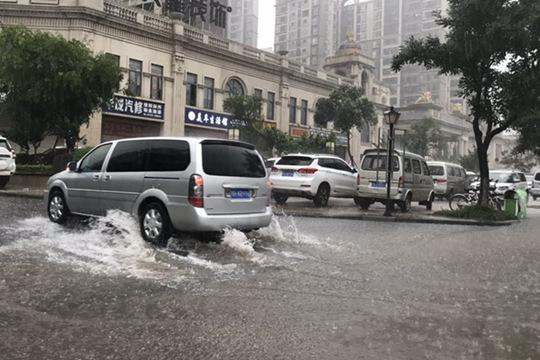 112.8毫米!湖北荆门大暴雨致城区内涝严重