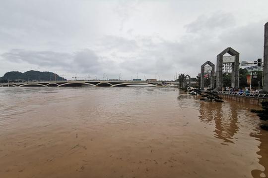 广西桂林持续强降雨 市区多处被淹