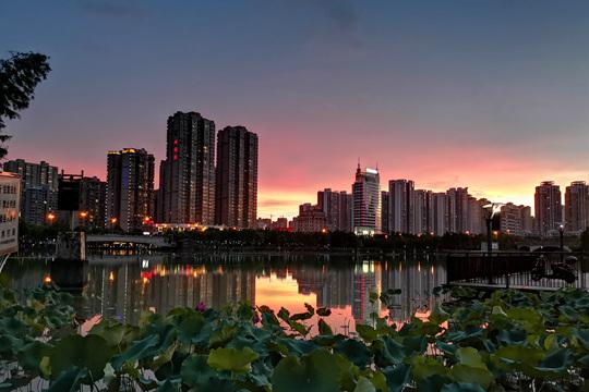 降雨致灾也致景 广西来宾雨后现绝美晚霞