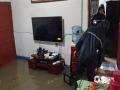 中国天气网讯 6月11日夜间至12日早晨,贵州省出现大范围强降雨天气,共计1站特大暴雨,12县域内59站大暴雨,43县域内235站暴雨。受强降雨影响,多地出现水位上涨、内涝、滑坡等险情。图为11日夜间金沙县岩孔街道金白社区一农户房屋进水(图文:彭玉林 许昌武)