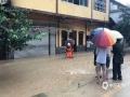 图为22日务川县丰乐镇茶坪村一农房进水。(图文:邹习松 陈娟)