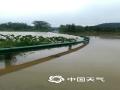 6月21日至22日,江西中北部遭遇强降水袭击。其中南昌、宜春、新余、萍乡、抚州、鹰潭等地市出现暴雨到大暴雨。由于累计雨量大,山洪和地质灾害风险进一步升级,雷电、城乡积涝频发。图为抚州南城道路被淹 摄影/杨华