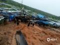 6月21日至22日,江西中北部遭遇强降水袭击。其中南昌、宜春、新余、萍乡、抚州、鹰潭等地市出现暴雨到大暴雨。由于累计雨量大,山洪和地质灾害风险进一步升级,雷电、城乡积涝频发。图为进贤县前坊镇高兴村委会龚家村因雨棚倒塌,三千多只家禽一半走失 摄影/廖南京