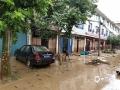 7月6日14时至7日14时,江西抚州、萍乡等地遭遇暴雨,导致严重的内涝,洪水及滑坡等灾害。图为黎川县洵口镇街道被淹,从水渍可以看出积水深度一度超过1米。(图/李海明)