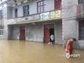 7月6日14时至7日14时,江西抚州、萍乡等地遭遇暴雨,导致严重的内涝,洪水及滑坡等灾害。图为萍乡湘东区腊市镇内涝。图/肖国华