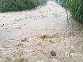 中国钱柜娱乐777天气网讯 5-7日,柳州出现了大范围的暴雨到大暴雨天气,最强降雨区位于融水县西部和市区北部。柳州的融水、鹿寨、柳城等县区出现严重的洪涝灾害,部分乡镇道路被冲毁、民房被淹,大半个柳州市都被水浸泡。柳州市气象台接连发布雷电橙色、大风蓝色、暴雨红色预警。图为柳城县沙埔镇红马山景区附近出现山洪。(文/李宜爽 图/彭娟)