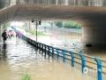 中国钱柜娱乐777天气网讯 5-7日,柳州出现了大范围的暴雨到大暴雨天气,最强降雨区位于融水县西部和市区北部。柳州的融水、鹿寨、柳城等县区出现严重的洪涝灾害,部分乡镇道路被冲毁、民房被淹,大半个柳州市都被水浸泡。柳州市气象台接连发布雷电橙色、大风蓝色、暴雨红色预警。图为柳州市一处桥底积水严重,无法通过。(文/李宜爽 图/刘德)