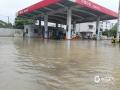 中国钱柜娱乐777天气网讯 7月7日03时至11时,广西忻城县中北部出现暴雨,局部大暴雨天气过程,最大降雨出现在欧洞板毛水库站,为193.4毫米。忻城部分乡镇受灾,其中马泗村一村用桥梁被大水所淹没,给村民出行带来不便。欧洞乡林场附近一路段因暴雨导致滑坡,欧洞乡加油站因加油机被水浸泡而停业维修。欧洞和马泗部分田地也被洪水淹没。(图文/刘国平)