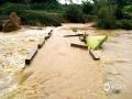 中国天气网讯 7月9日凌晨开始,柳州融安县出现持续性强降雨天气,局部乡镇出现特大暴雨,其中板榄镇3小时累计雨量达到187.3毫米,24小时降雨量达323.7毫米,板榄镇四平村、山尾村、木吉村、大将镇三马屯等多个地方受灾。大暴雨导致河水上涨,阻碍了县城通往乡镇的道路,部分路段出现山体滑坡、道路塌方,农房倒塌,乡镇被淹,大片农作物受灾严重。(文/钟林祥 李宜爽  图/陈一新)