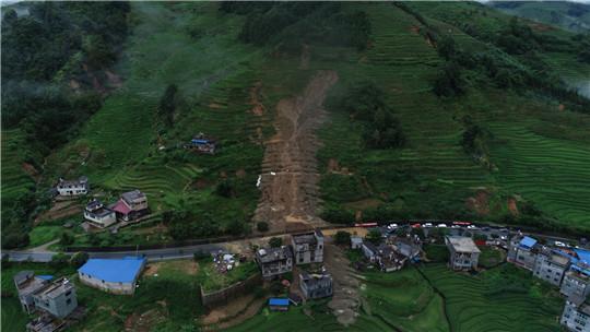 暴雨凶猛!云南金平县发生山体滑坡灾害