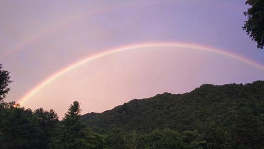 安徽霍山雨后邂逅雙彩虹