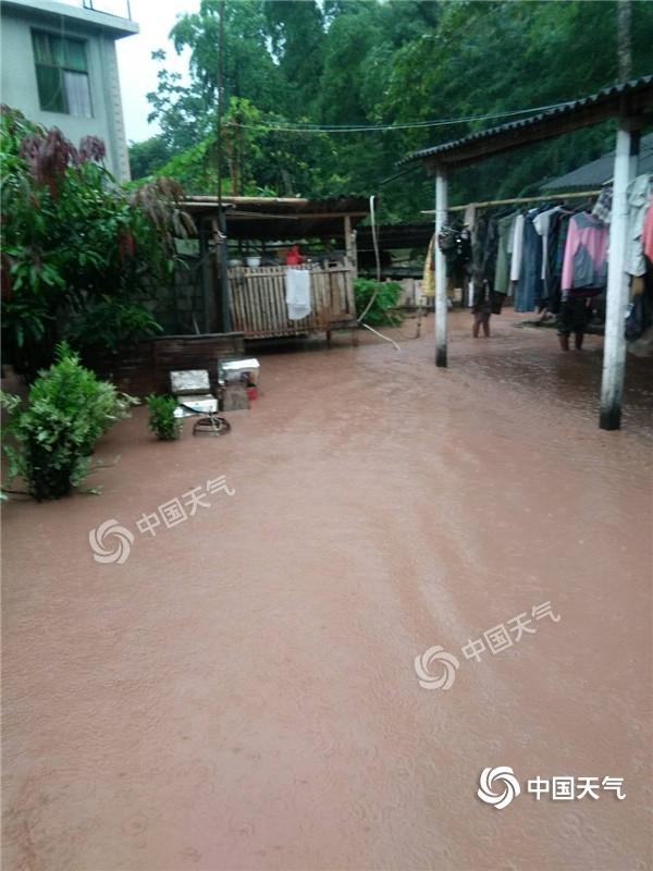 强降雨致云南勐腊出现城市内涝 明起昭通等3地有暴雨或大暴雨