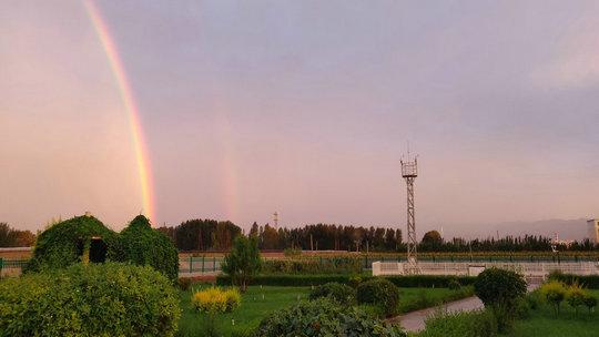 惊艳 !甘肃高台上空绽放双彩虹