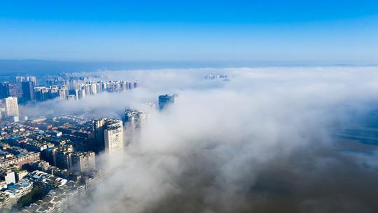 清晨乐山云雾缭绕 宛如人间仙境