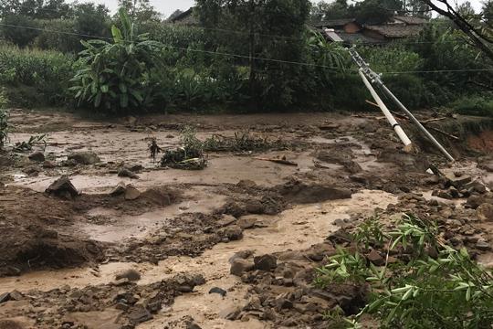 云南华坪强降雨 多地现洪涝和泥石流灾害
