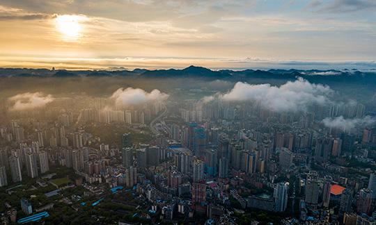 航拍雨后重庆 大地如覆轻纱