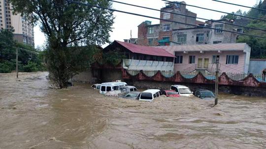 贵州金沙现特大暴雨 多地遭洪水侵袭