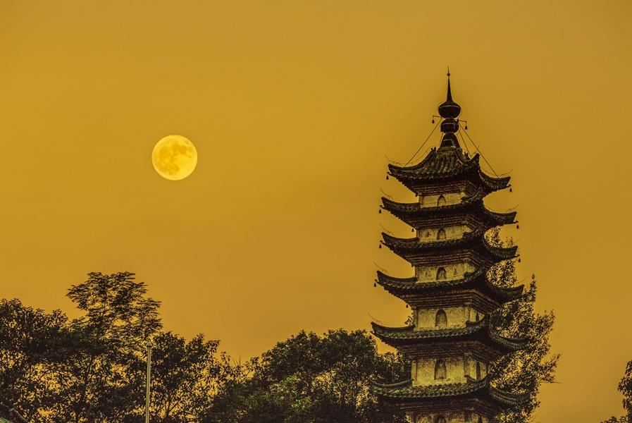安徽歙县 十五的月亮十六圆