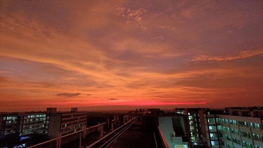 广东湛江雨后现绚烂红晚霞 染红天空