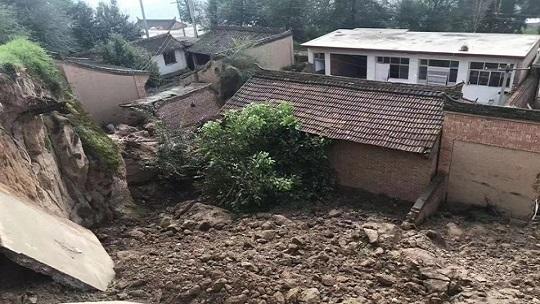 甘肃和政近期降水频繁  多地出现滑坡塌方