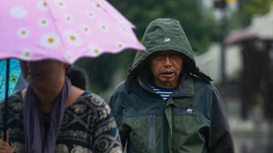 贵阳气温持续走低 秋雨更添寒意