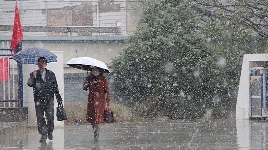 甘肃榆中迎来下半年来首次降雪