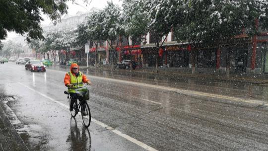 宁夏固原出现今秋首场降雪
