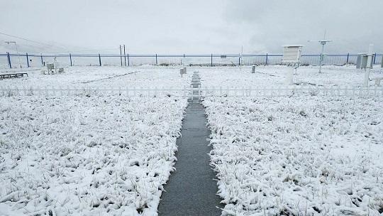 气温跳水 甘肃多地降下2019年下半年首场雪