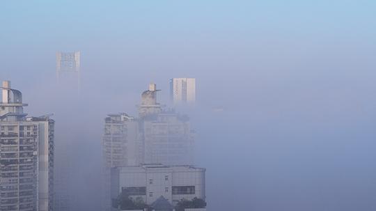 重慶今晨似仙境 局地能見度不足100米