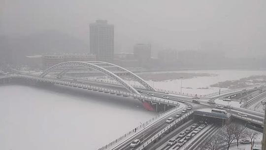 河北迎大范围降雪 全省高速公路一度关闭