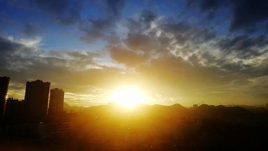 貴陽夕陽無限美 霞光燦爛迷人眼
